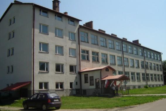budynek szkolny - widok z przodu